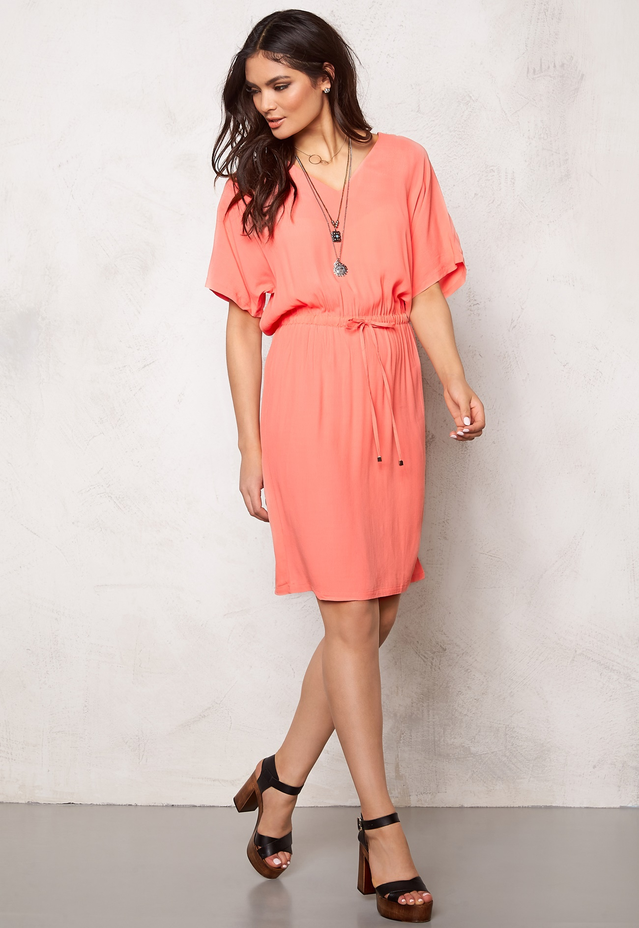 SOAKED IN LUXURY Allie Dress Shell Pink