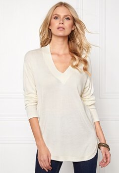 b.young Oasisi V-Neck Off White Bubbleroom.se