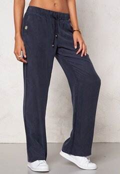 Chiara Forthi Intrend Cupro  Pants Midnight Sky Bubbleroom.se