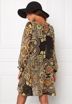 Chiara Forthi Swing Chiffon Dress Black/Amber Bubbleroom.se