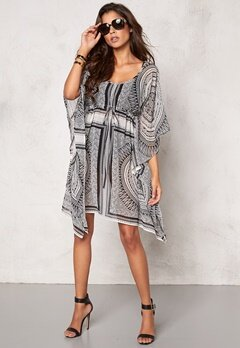 Chiara Forthi Copacabana Beach Kaftan Winter white/Black Bubbleroom.se