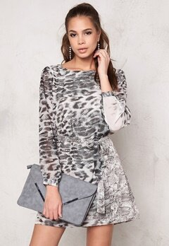 DRY LAKE Ninni Dress Snow Animal Print Bubbleroom.se
