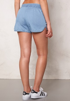 Jacqueline de Yong Move Denim Shorts Light Blue Denim Bubbleroom.se