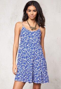 Model Behaviour Tyra Dress White/Blue Bubbleroom.se