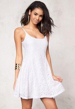 Model Behaviour Nova Dress White Bubbleroom.se