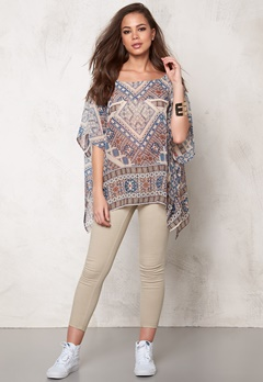 ONLY Emilie Ikat Beach Poncho Whisper White Bubbleroom.se
