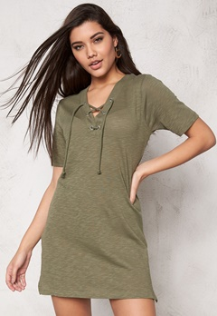 ONLY Freja Lace Up S/S Long Dusty Olive Bubbleroom.se