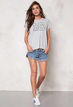 SOAKED IN LUXURY Basket Tee Light Grey Melange Bubbleroom.se