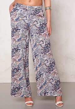 SOAKED IN LUXURY Dora Pant Blue Paisley Print Bubbleroom.se