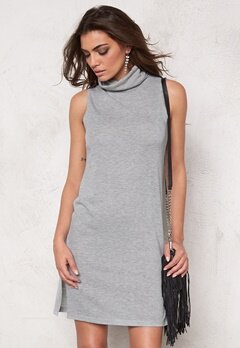 SOAKED IN LUXURY Nixie Dress Light Grey Melange Bubbleroom.se