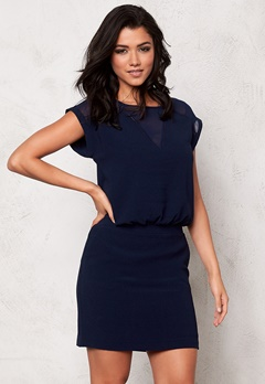 SOAKED IN LUXURY Sally Dress Navy Bubbleroom.se