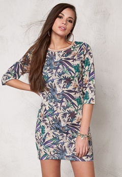 SOAKED IN LUXURY Tassa Dress Tropical Print Bubbleroom.se