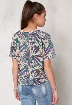 SOAKED IN LUXURY Tassa T-Shirt Tropical Print Bubbleroom.se