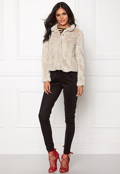 VERO MODA Fallon Short Fake Fur Moonbeam Bubbleroom.se