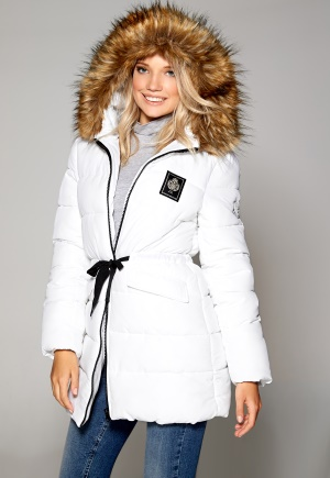 Trevlig kappa i vitt med fuskpäls.