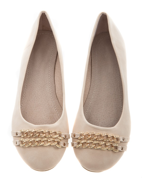 Ballerinaskor med guldkedjor, Annie