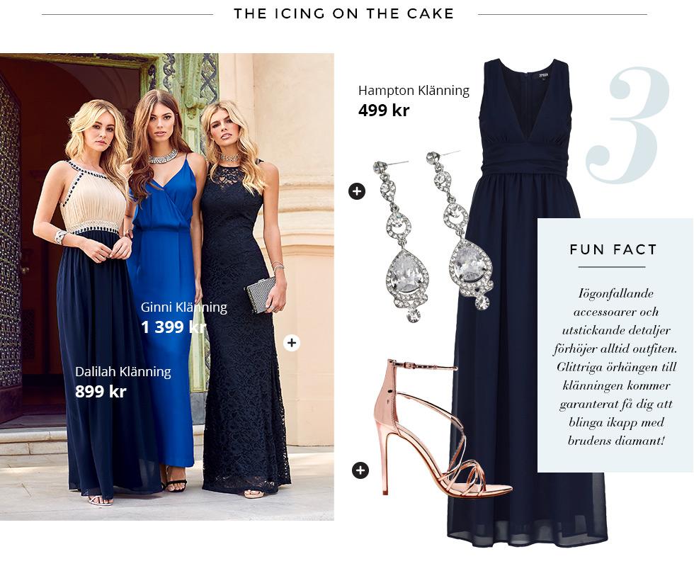 Marinblå balklänning, Halsband och sandaletter i rose