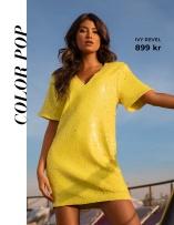 Gul paljettklänning från nya varumärket Ivy Revel