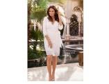 Snygg vit wrappklänning från Carolina Gynning