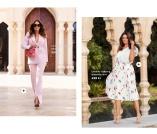 Kostymset i rosa och plisserade kjolar