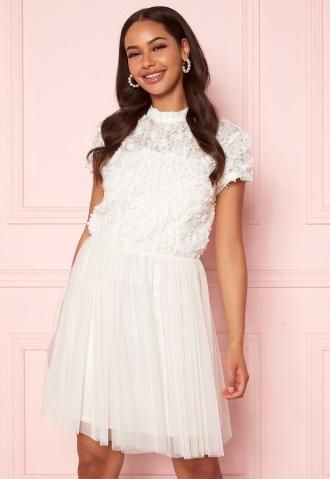 Shoppa korta brudklänningar på bubbleroom
