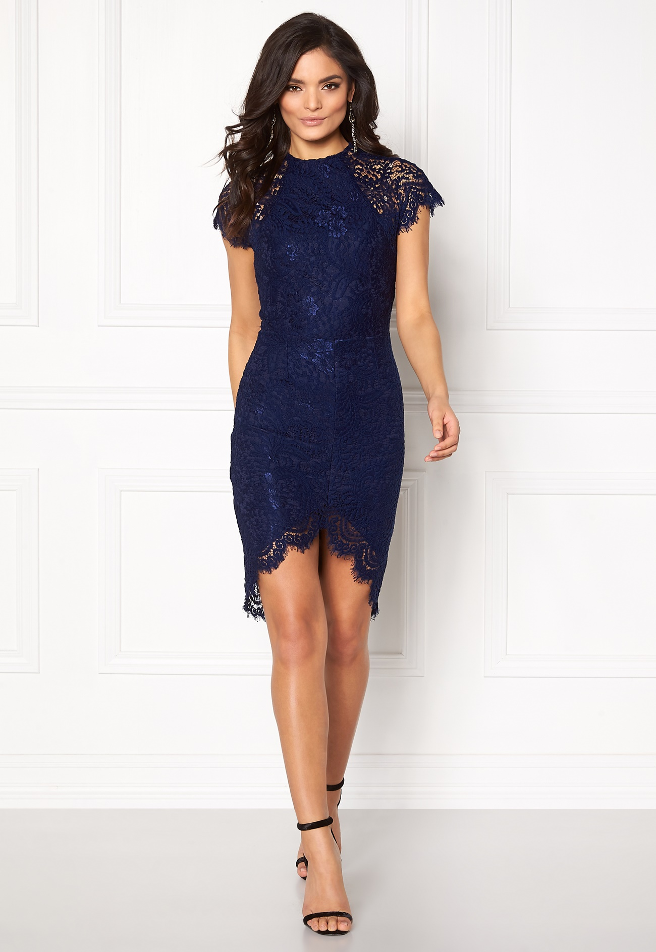 What Color Shoes With A Navy Lace Dress