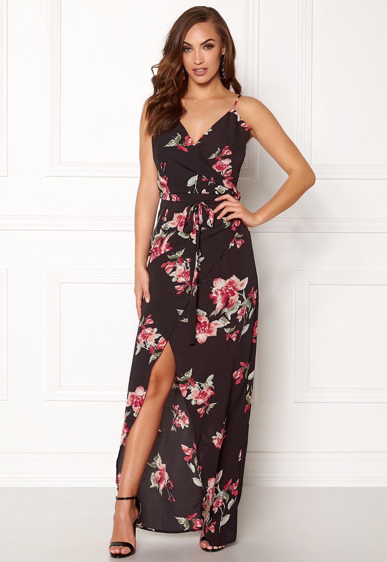 girl in mind mia floral wrap dress black with flower bubbleroom. Black Bedroom Furniture Sets. Home Design Ideas