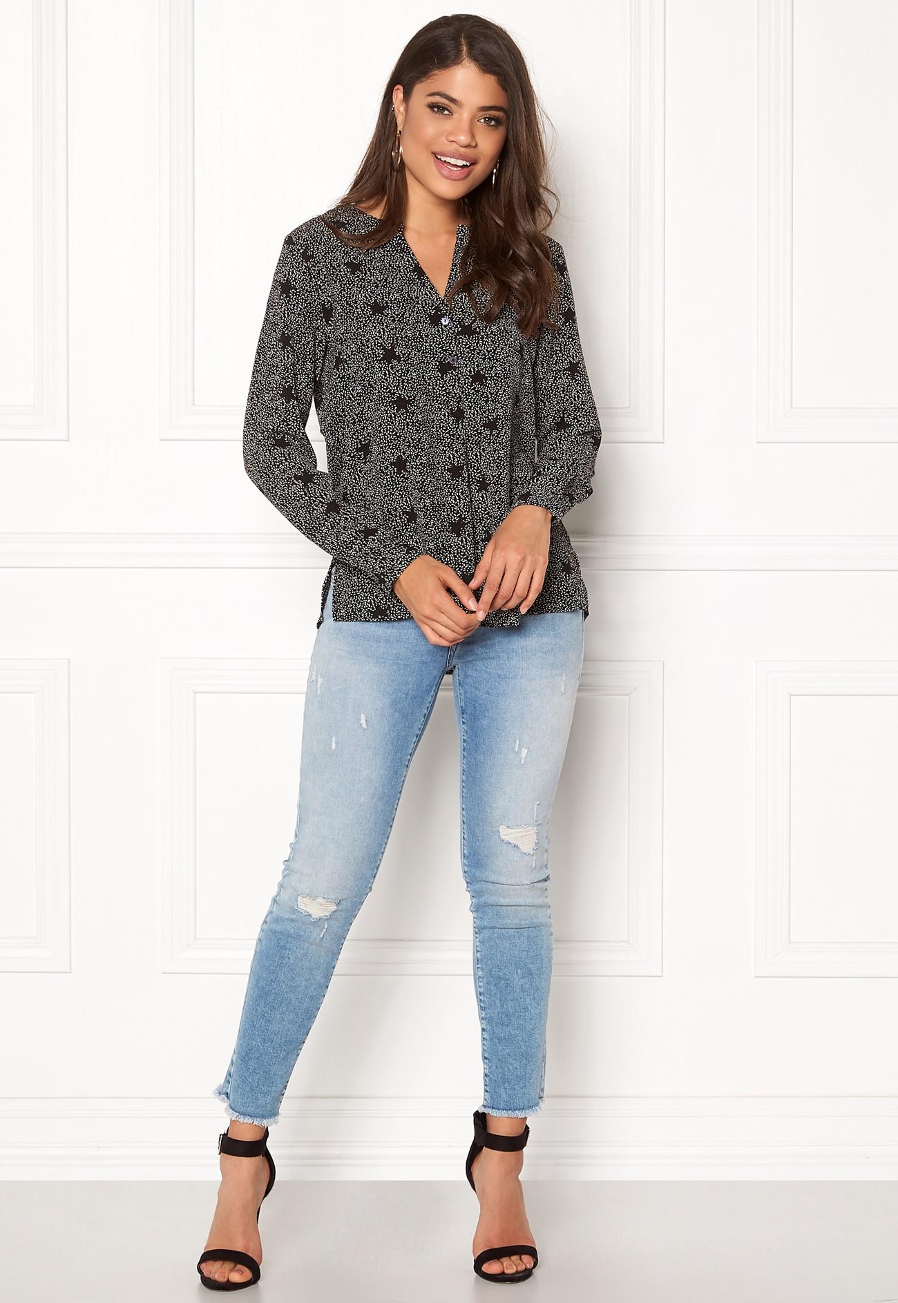 jacqueline de yong tracy l s shirt black aop bubbleroom. Black Bedroom Furniture Sets. Home Design Ideas