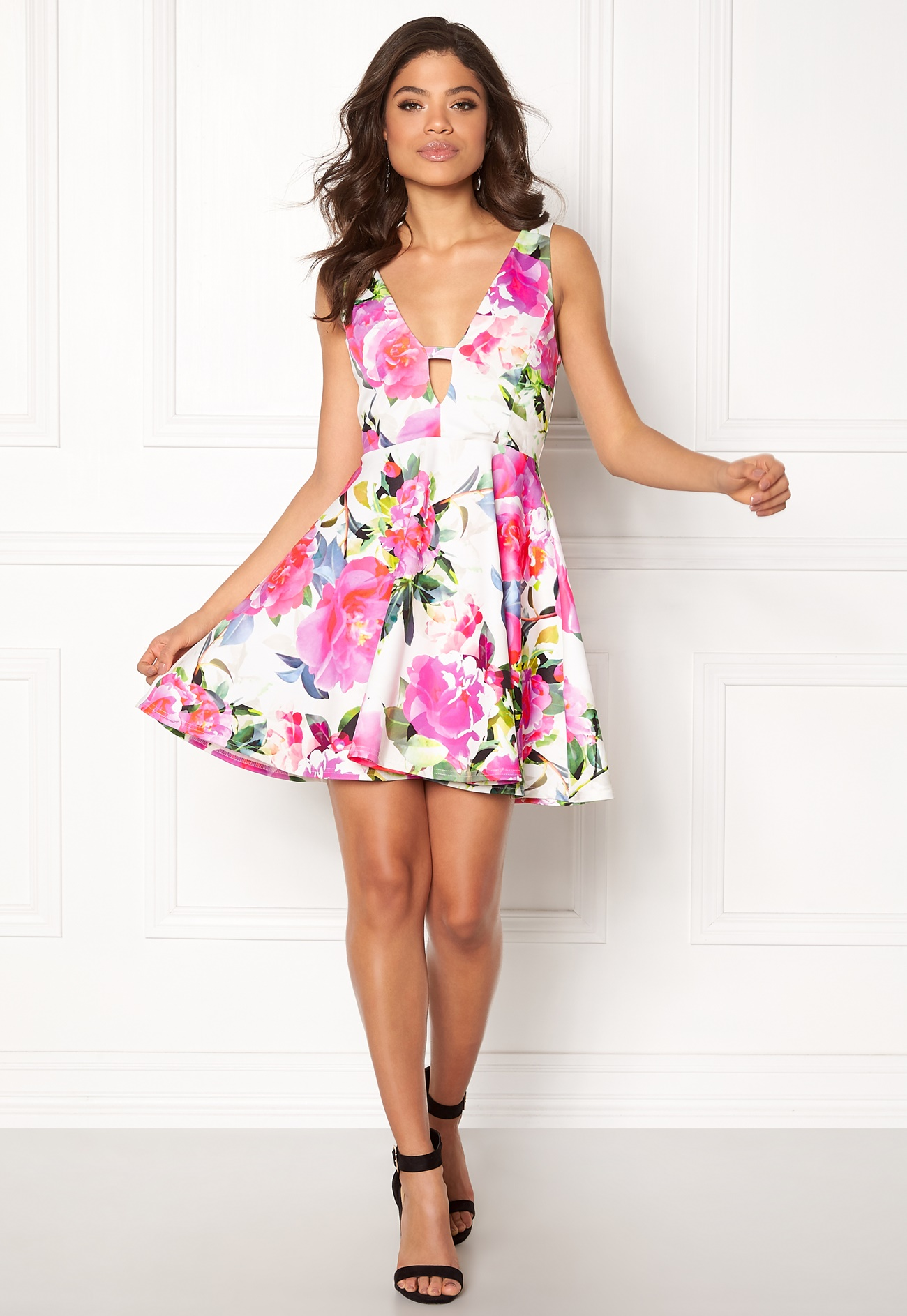 Shop from the world's largest selection and best deals for New Look Women's Dresses. Shop with confidence on eBay! Skip to main content. eBay: New Look dress. Size White with blue floral pattern. Ties up back, with adjustable straps. $ Brand: New Look. $ shipping.