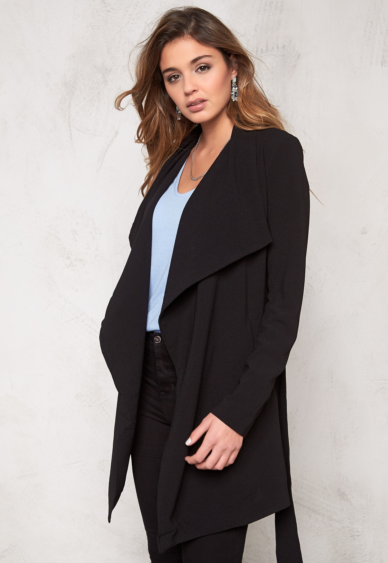 Black coat for spring - New releases in the fashion world photo ...
