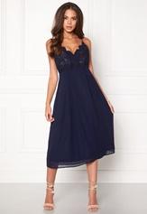 Girl In Mind Elea Plunge Lace Dress Navy Bubbleroom.se