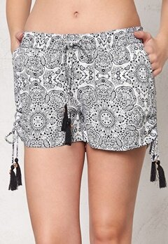 77thFLEA Nuuk Shorts White/Black/Print Bubbleroom.se