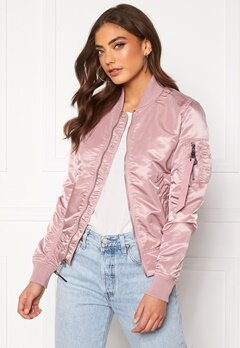 Alpha Industries MA-1 VF LW 397 Silver Pink Bubbleroom.se
