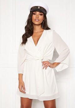 AX Paris Tie Waist Deep V Dress White Bubbleroom.se