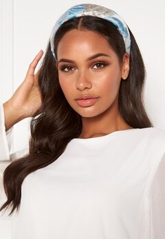 Becksöndergaard Apalis Hairbrace 547 Light Blue Bubbleroom.se