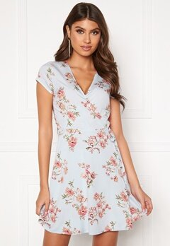 BUBBLEROOM Caylee dress Blue / Floral Bubbleroom.se
