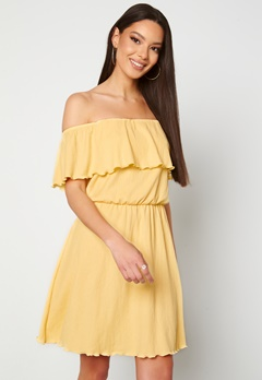 BUBBLEROOM Eliza offshoulder dress Light yellow Bubbleroom.se