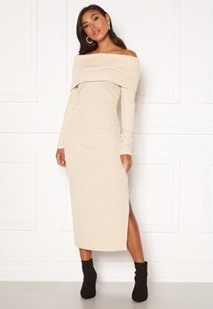 BUBBLEROOM Ellen knitted off shoulder dress Cream Bubbleroom.se