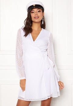 prickiga klänningar online