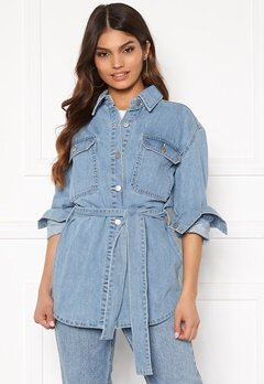 BUBBLEROOM Lori belted denim jacket Light denim Bubbleroom.se