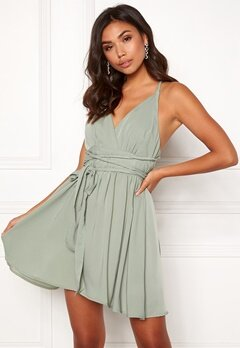 BUBBLEROOM Marianna cross back dress Dusty green Bubbleroom.se