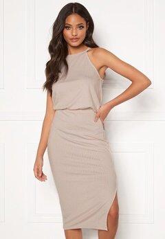 Klänning: Gul knälång sammetsklänning med trekvartsärm och