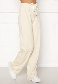 BUBBLEROOM Milia super soft velvet trousers Cream Bubbleroom.se