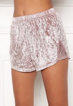 BUBBLEROOM Wilda velvet shorts Dusty pink Bubbleroom.se