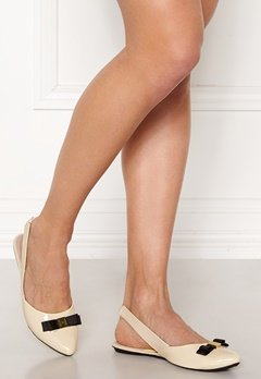 Butterfly Twists Maren Shoes Cream/Black Patent Bubbleroom.se