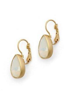 BY JOLIMA Tear Drop Earring Milky White Gold Bubbleroom.se
