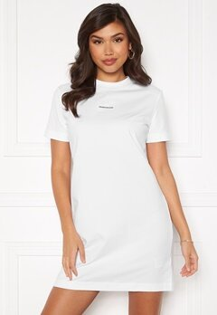 Calvin Klein Jeans Branding T-Shirt Dress YAF Bright White Bubbleroom.se