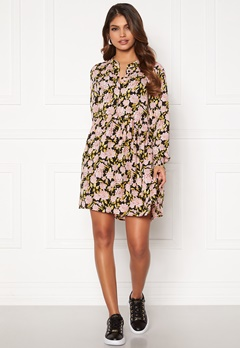 Jacqueline de Yong Carmen L/S Short Dress Black, aop:Flowers Bubbleroom.se