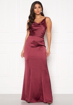 Chi Chi London Alexandria Satin Dress Burgundy Bubbleroom.se