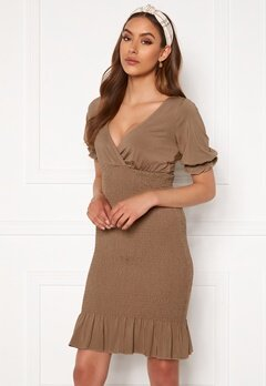 Chiara Forthi Cindy puff sleeve smock dress Light nougat Bubbleroom.se